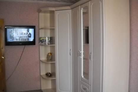 Сдается 3-комнатная квартира посуточно в Яровом, квартал В, дом 21.