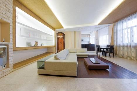 Сдается 3-комнатная квартира посуточнов Петергофе, Итальянская ул. 33.