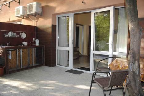Сдается 1-комнатная квартира посуточно в Алупке, ул. Ленина, 15.