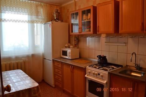Сдается 2-комнатная квартира посуточно в Яровом, квартал В, 3.