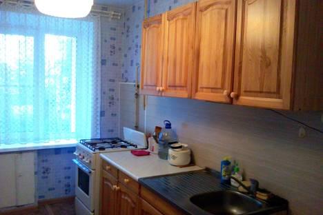 Сдается 2-комнатная квартира посуточно в Кирове, К. Либкнехта, 120.