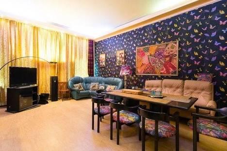 Сдается 4-комнатная квартира посуточно, ул. Рубинштейна, 15.