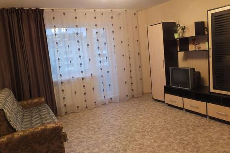 Сдается 1-комнатная квартира посуточно в Первоуральске, ул. Емлина, 21.
