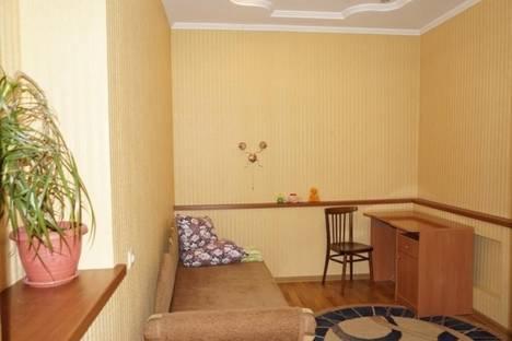 Сдается 2-комнатная квартира посуточно, 50 лет Октября, 12.
