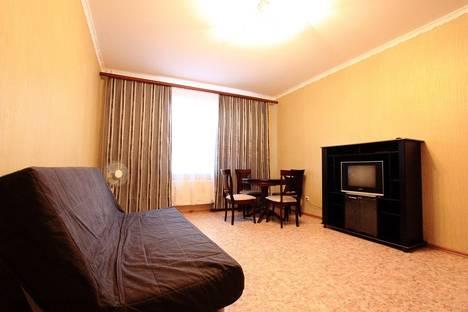 Сдается 2-комнатная квартира посуточно в Колпино, пос. Тельмана, дом 46, корп.1.