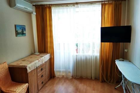 Сдается 2-комнатная квартира посуточно в Гурзуфе, Ленинградская, 8.