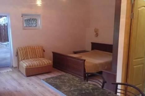 Сдается 2-комнатная квартира посуточно в Гурзуфе, Санаторная, 17а.