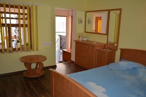 Сдается 2-комнатная квартира посуточно в Гурзуфе, ул. Ленинградская, 7.
