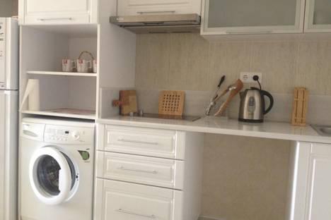 Сдается 1-комнатная квартира посуточно в Алуште, Краснофлотская 1.