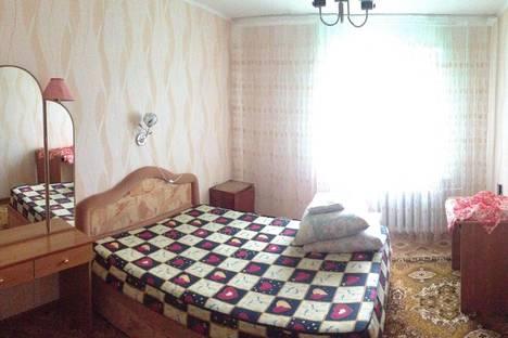Сдается 2-комнатная квартира посуточно в Яровом, Квартал А, дом 16.