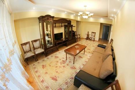 Сдается 2-комнатная квартира посуточно в Алматы, Байсеитовой, 49.