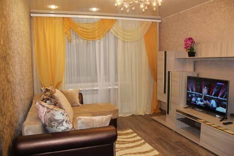 Сдается 2-комнатная квартира посуточно в Тихвине, 1 микрорайон д.5.