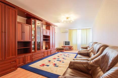 Сдается 2-комнатная квартира посуточно в Ростове-на-Дону, ул. Максима Горького, 102.