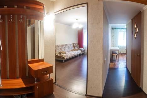 Сдается 2-комнатная квартира посуточно в Казани, ул. Татарстан, 52/72.