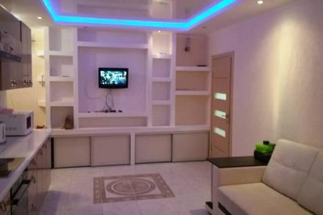 Сдается 3-комнатная квартира посуточно в Новороссийске, ул. Волгоградская, д. 12.