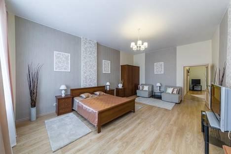 Сдается 3-комнатная квартира посуточнов Пушкине, ул. Миллионная, 18.