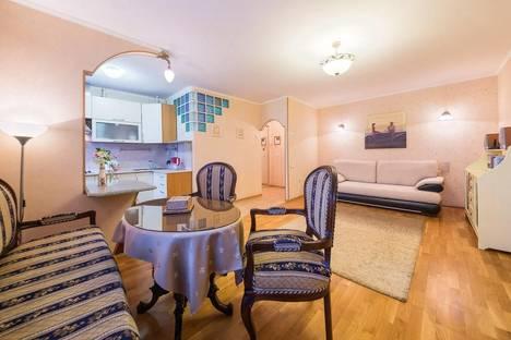Сдается 2-комнатная квартира посуточнов Долгопрудном, ул. Большая Якиманка, 52.