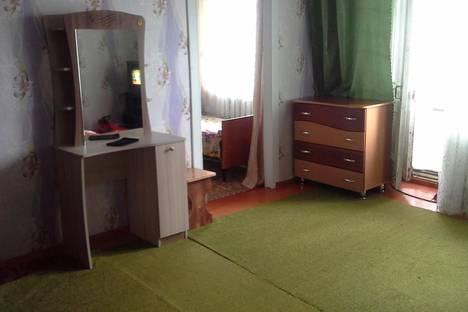 Сдается 2-комнатная квартира посуточно в Яровом, ул. 40 лет Октября, 8.