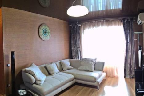 Сдается 2-комнатная квартира посуточно, Дикопольцева 10.