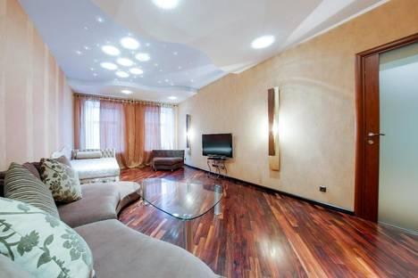 Сдается 2-комнатная квартира посуточнов Санкт-Петербурге, ул. Восстания, 26.