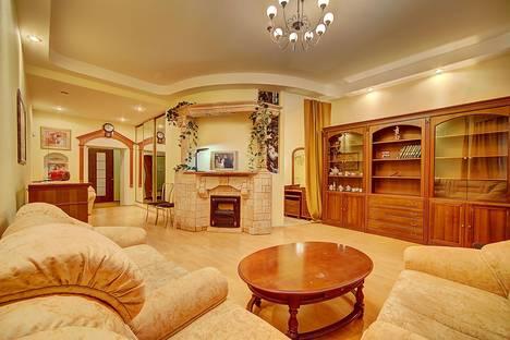 Сдается 2-комнатная квартира посуточнов Санкт-Петербурге, Большая Московская 14.