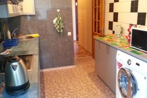 Сдается 2-комнатная квартира посуточно в Алуште, ул.ленина д.30.