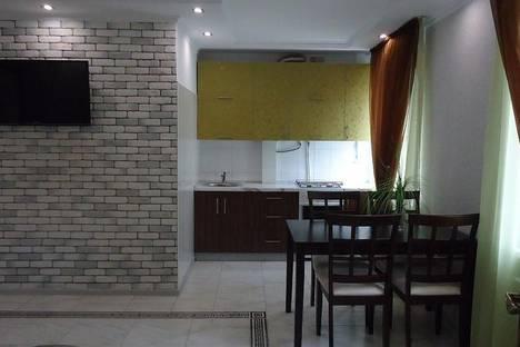 Сдается 2-комнатная квартира посуточно в Саки, Ленина 8.