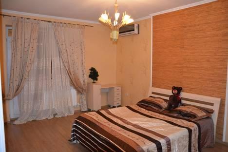 Сдается 3-комнатная квартира посуточно в Геленджике, ул. Грибоедова, 25.