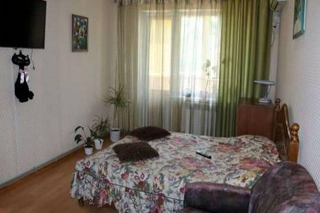 Сдается 2-комнатная квартира посуточно в Керчи, Орджоникидзе, 90.