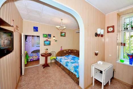 Сдается 2-комнатная квартира посуточно в Ялте, ул. Пальмиро Тольятти, 6.