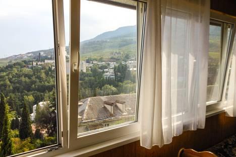 Сдается 2-комнатная квартира посуточно в Гурзуфе, ул. Подвойского, 26.