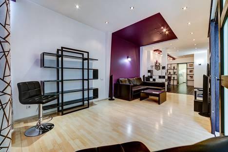 Сдается 2-комнатная квартира посуточнов Колпино, Невский проспект, 112.
