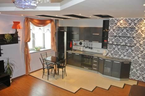 Сдается 2-комнатная квартира посуточнов Тюмени, ул. Николая Гондатти, 9.