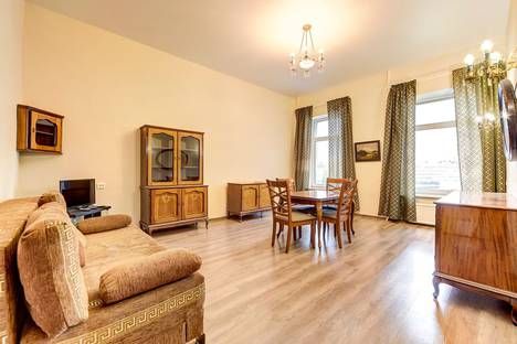 Сдается 3-комнатная квартира посуточно в Санкт-Петербурге, Невский проспект, 66.