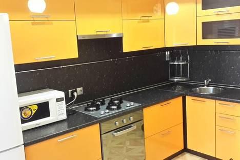 Сдается 1-комнатная квартира посуточно в Ярославле, пр-т Фрунзе, д. 35/17.