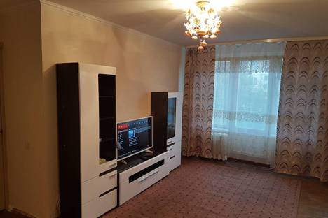 Сдается 3-комнатная квартира посуточно в Апатитах, ул. Бредова, 21.