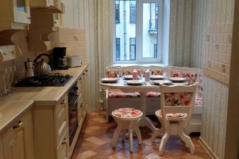 Сдается 2-комнатная квартира посуточнов Пушкине, проспект Малый П.С., 60/17.