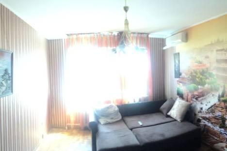 Сдается 3-комнатная квартира посуточно в Новороссийске, ул. Исаева, 6.