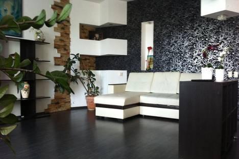 Сдается 3-комнатная квартира посуточно в Нижнем Новгороде, плМ.Горького д2.
