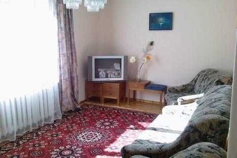 Сдается 2-комнатная квартира посуточно в Алуште, ул.Красноармейская, 3.
