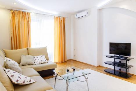 Сдается 3-комнатная квартира посуточно в Тюмени, ул. Максима Горького, 68.