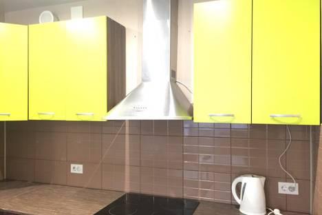 Сдается 2-комнатная квартира посуточно в Кирове, Сурикова 50.