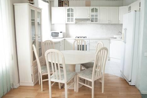 Сдается 3-комнатная квартира посуточнов Кстове, ул. Ильинская, 132/26.