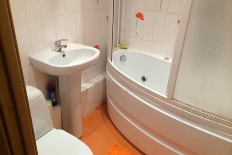 Сдается 2-комнатная квартира посуточнов Ангарске, ул.Коминтерна 6 мкр.,дом 15.