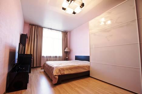 Сдается 2-комнатная квартира посуточнов Санкт-Петербурге, ул. Фрунзе, 23.