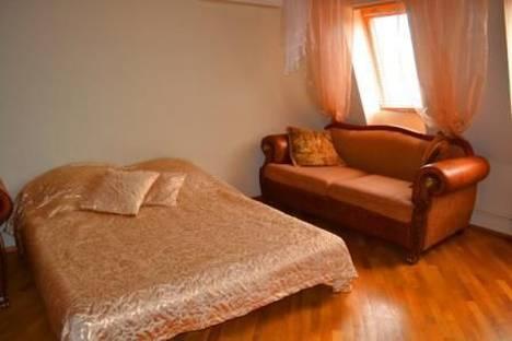 Сдается 1-комнатная квартира посуточнов Сочи, ул. Конституции СССР, 10.
