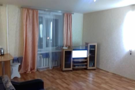 Сдается 1-комнатная квартира посуточно, Декабрьских Событий 103.