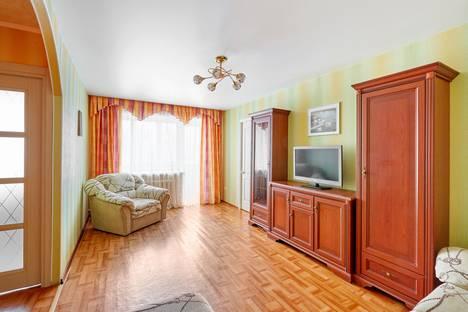 Сдается 2-комнатная квартира посуточно, Пичугина 26.