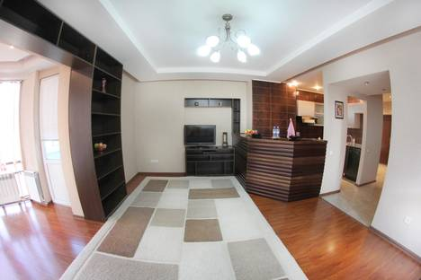 Сдается 2-комнатная квартира посуточно в Алматы, Аль-Фараби 53.