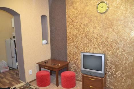 Сдается 1-комнатная квартира посуточно в Энгельсе, Космонавтов 10.
